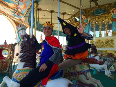 9af8f5992abd3 王子の格好ならもちろん仮装と認められて割引になるはず(笑) そして生中継を終えた王子とハロ兄は帰っていきましたとさ。